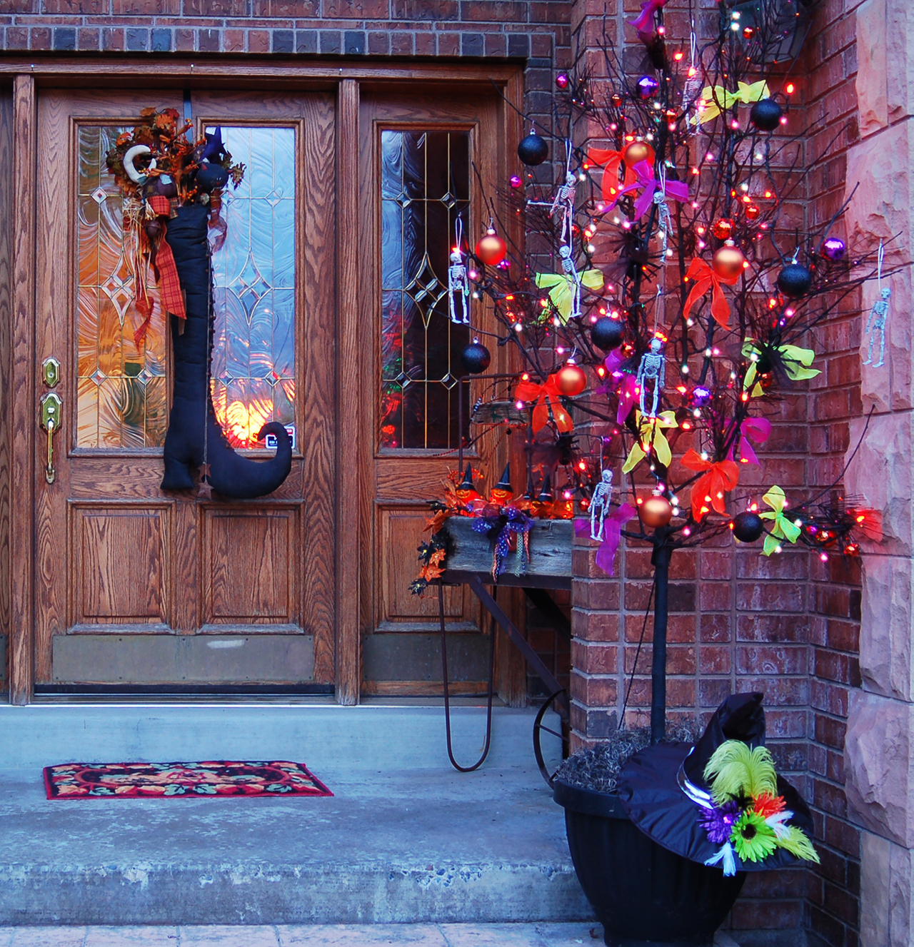 Decorations For A Halloween Party: 50 Chilling And Thrilling Halloween Porch Decorations For 2019