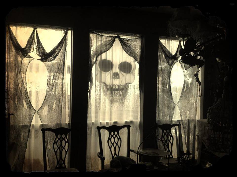 halloween window decorations the 33 best window decorations for 2019 29704