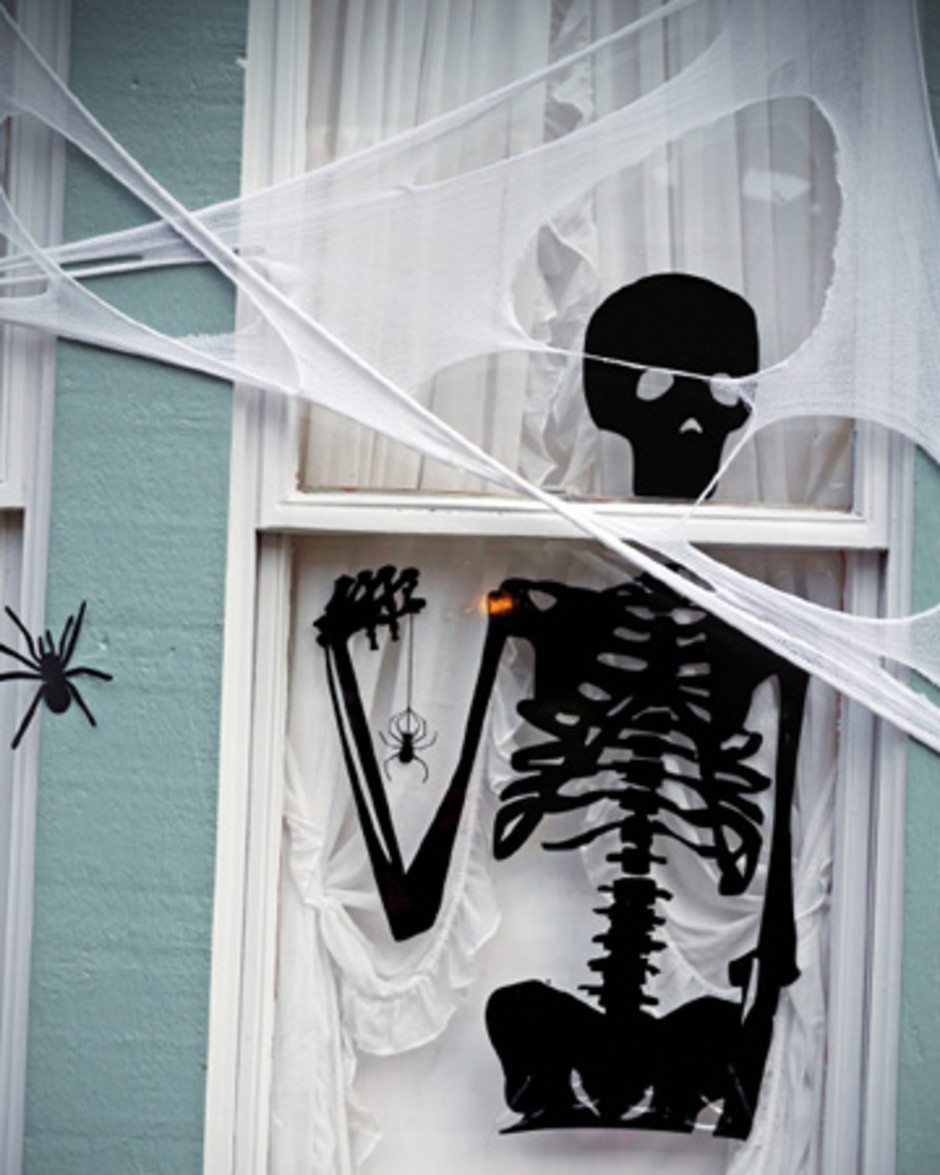 halloween window decorations the 33 best window decorations for 2017 29704
