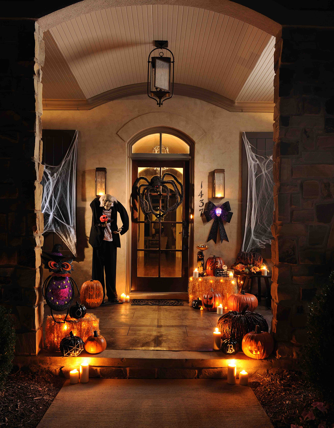 50 Chilling and Thrilling Halloween Porch Decorations for 2020