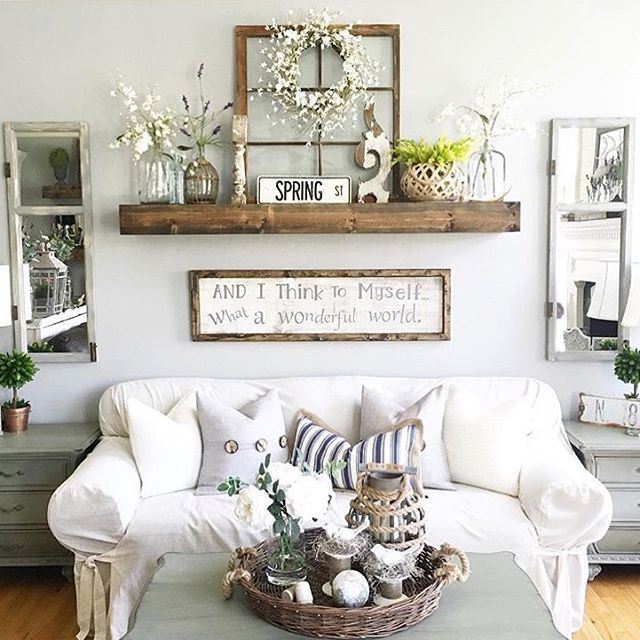 Charmant Rustic Wall Decor Idea Featuring Reclaimed Window Frames