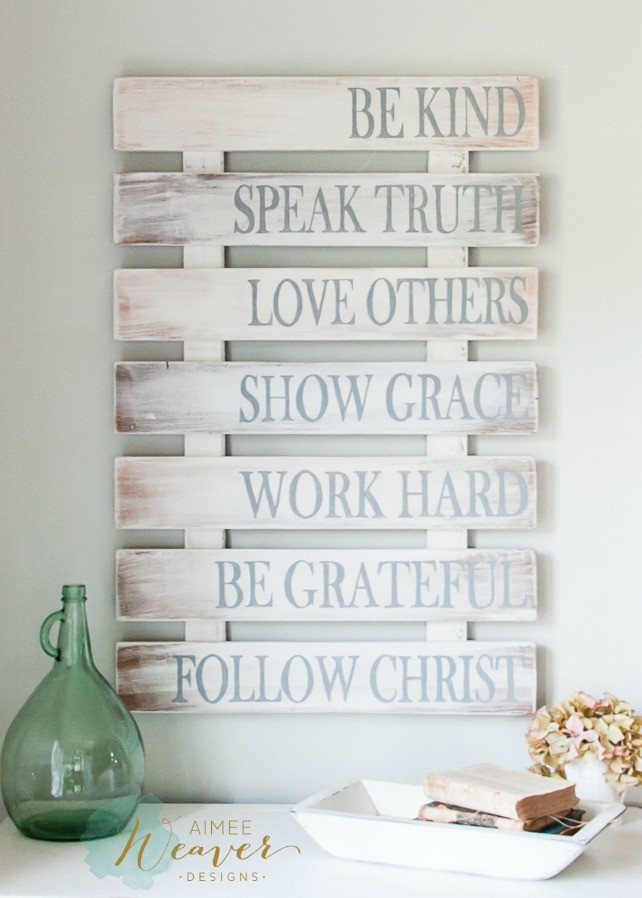 Recycled Pallet Family Rules Wood Sign Décor