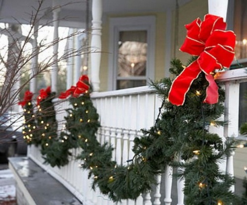 8 classic garland and red bows - Porch Decorating Ideas Christmas