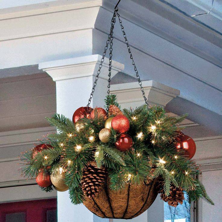 hanging christmas baskets - Christmas Porch Decor