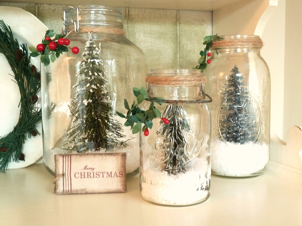 Nice DIY Christmas Snow Globes
