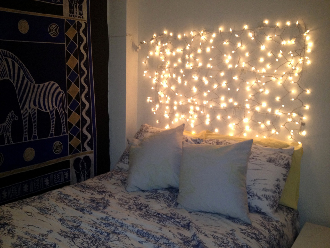 string lights headboard - Christmas Lights Room Decor