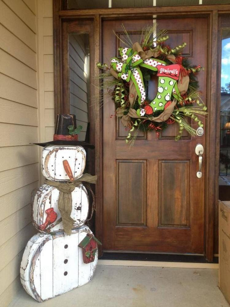 Holiday Porch Decorating Ideas Part - 34: 15. Rustic Wooden Snowman