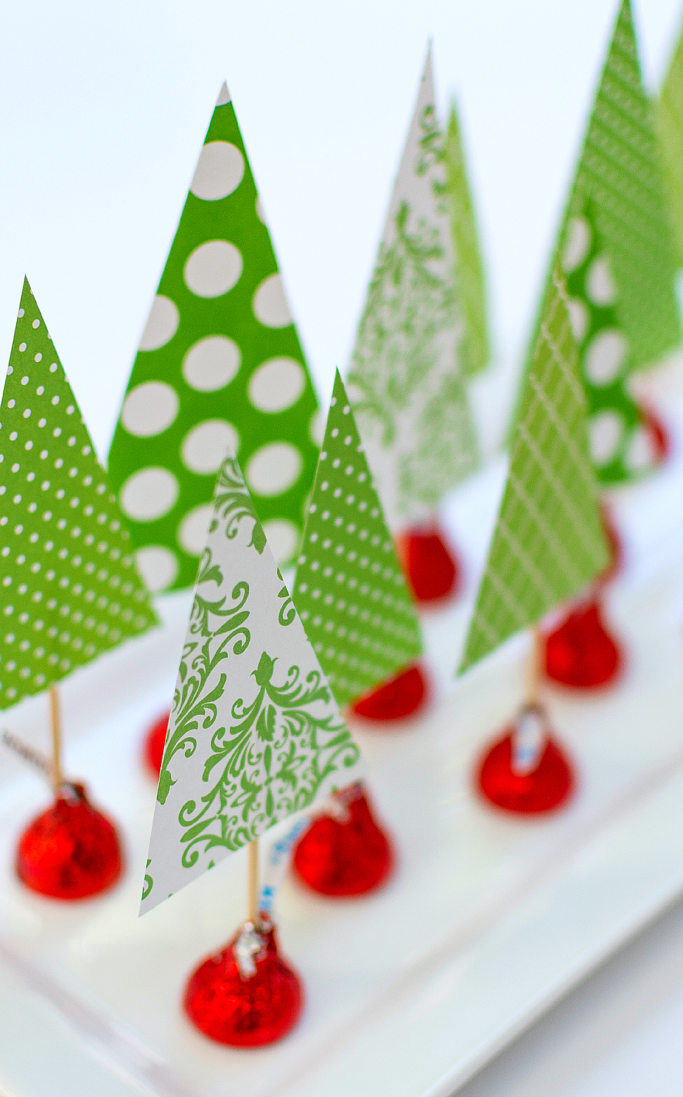 25 forest of treats - Simple Christmas Table Decorations
