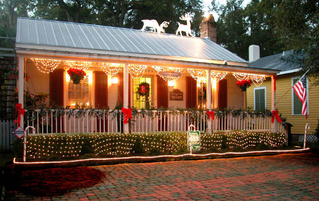 southern porch bunting lights - Christmas Porch Railing Decorations