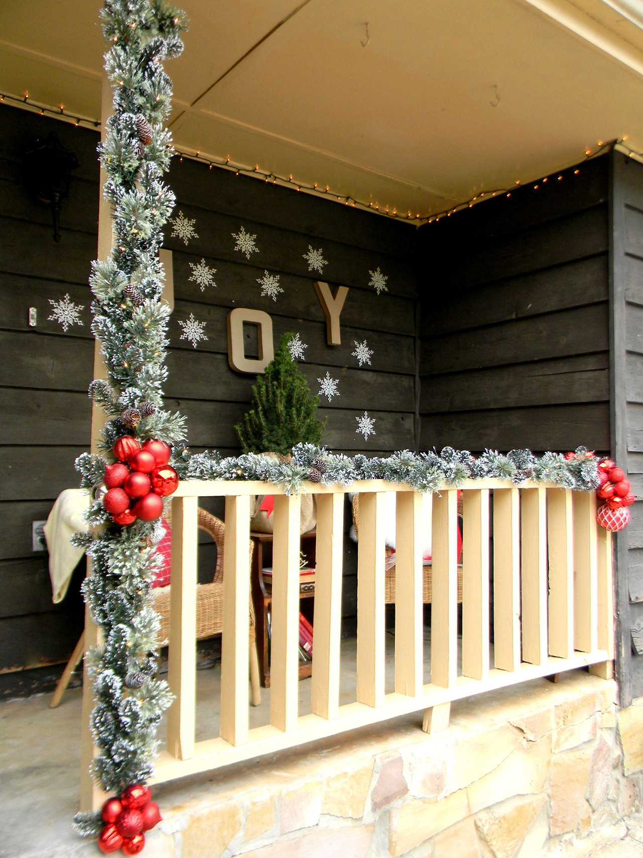46 alternative ornament placement - Christmas Porch Decor