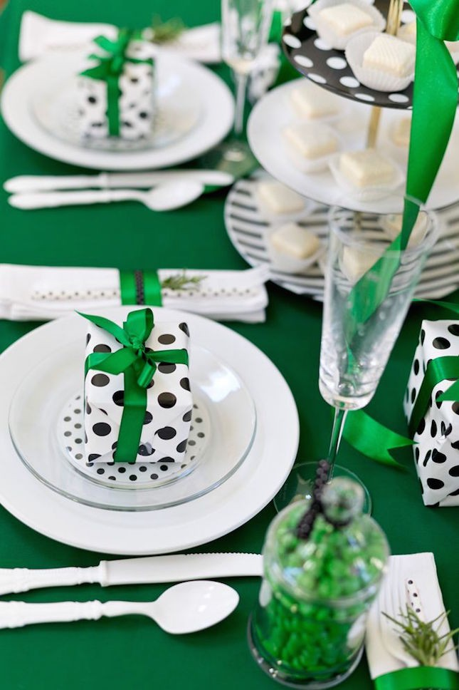 screaming green - Green Christmas Table Decorations