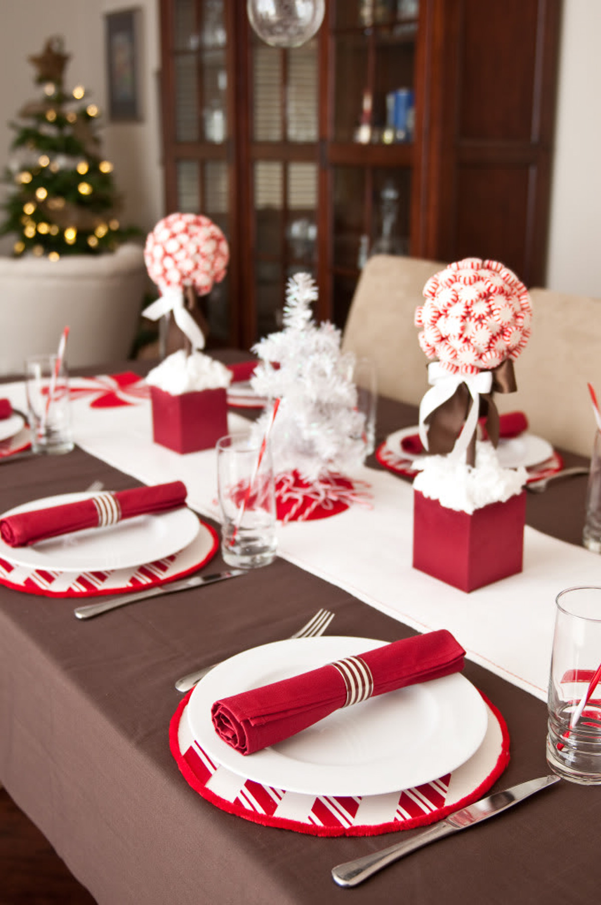 Diy christmas table decorations ideas - Cindy Lou Who Table Toppers