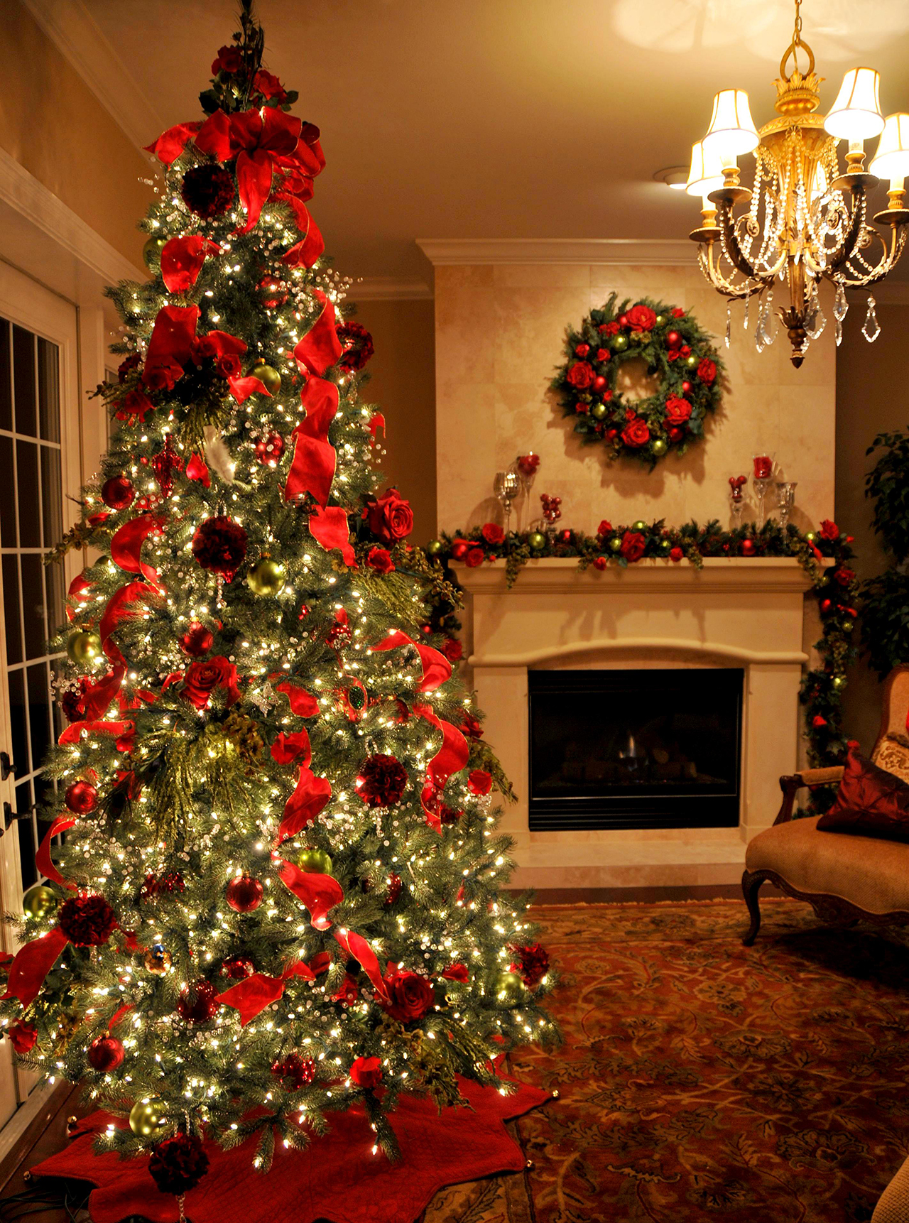 romantic roses source decoratingpartycom red is a basic staple for traditional christmas tree decorating