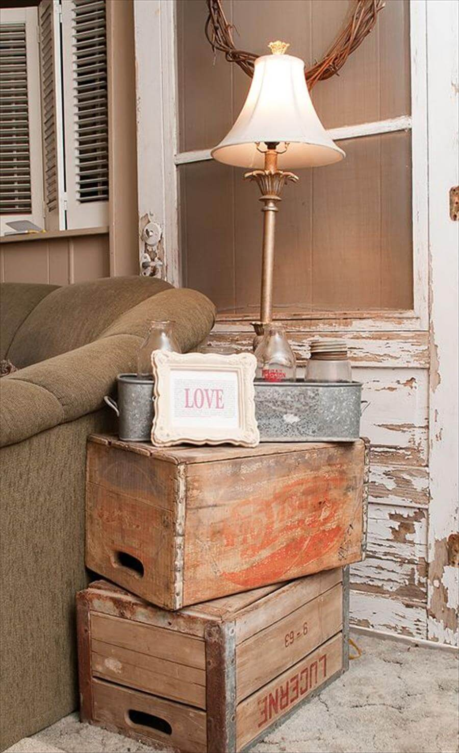 easy vintage side table from stacked packing crates - Vintage Bedroom Decor Ideas