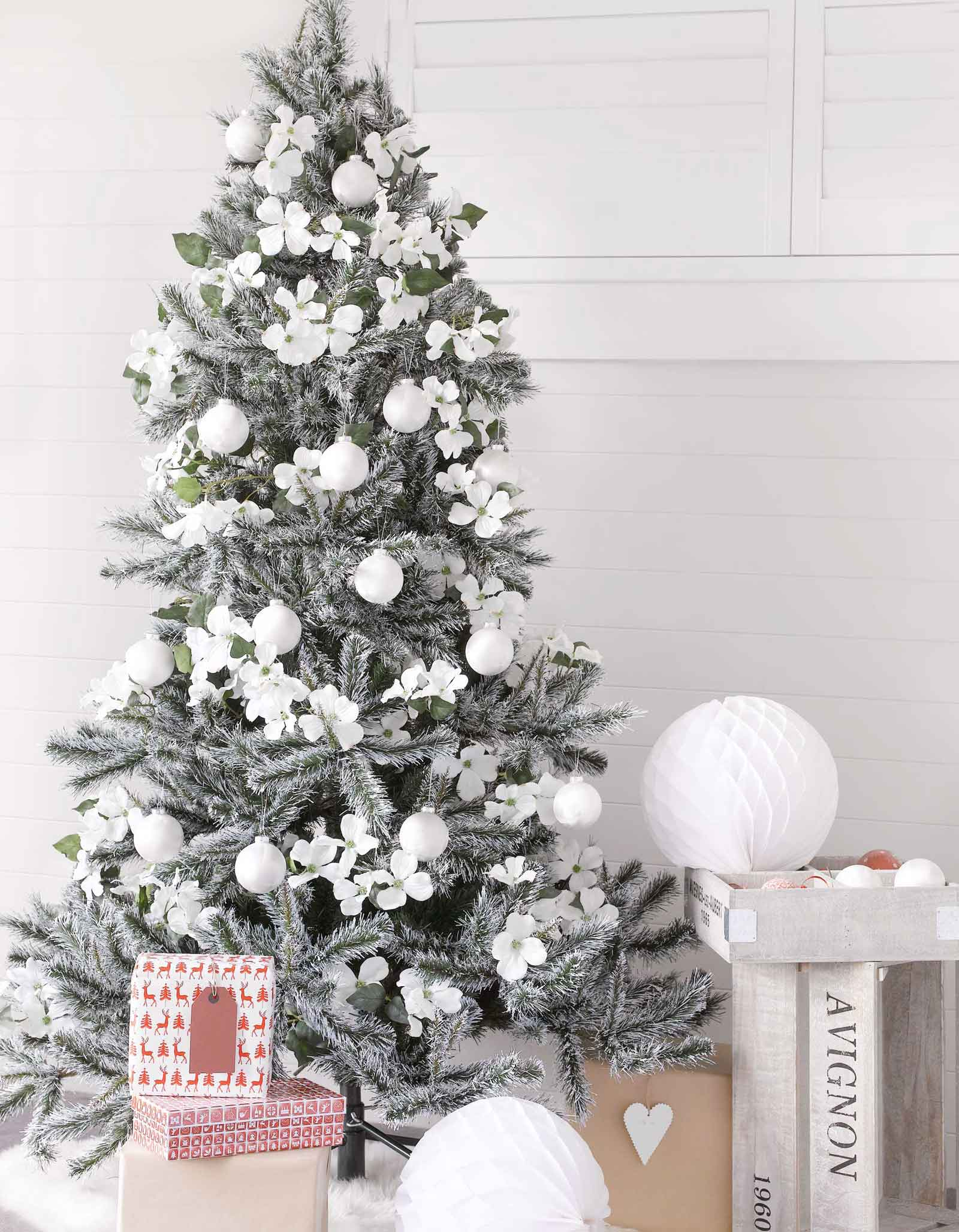 Blue green christmas tree decorations - 15 Wintery Whites