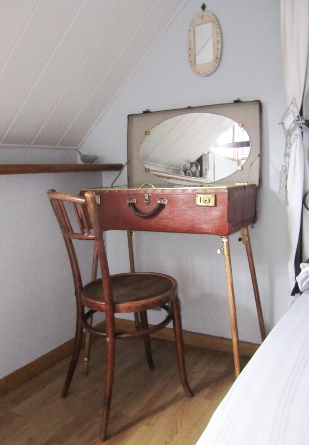Nice Antique Luggage Vanity Table Photo Gallery