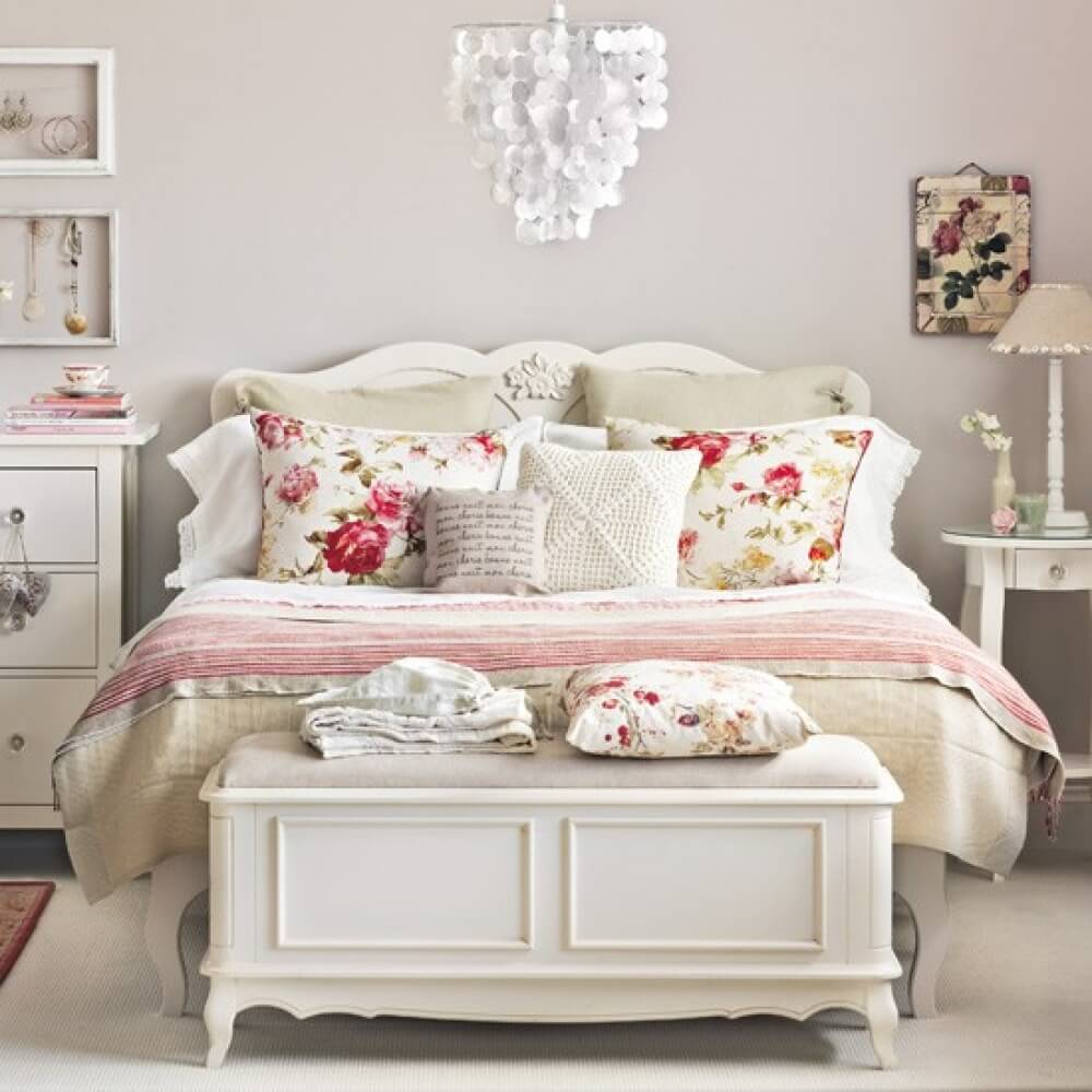 Charming Carved Vintage Bedroom Decoration With Floral Print Pillows