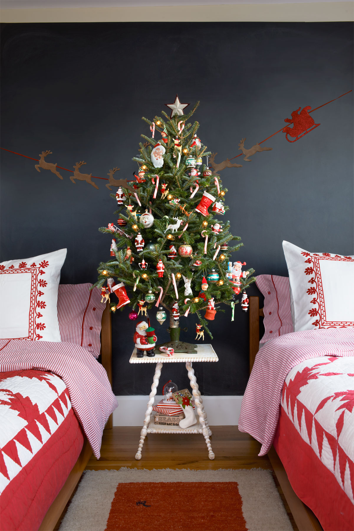 Tabletop christmas tree decorating ideas - Retro Bedside Tabletop