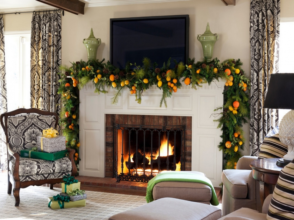 Christmas garlands decorations - Various Kinds Of Pine And Fir Tree Boughs Are Used Together To Creatively Produce A Lovely Texted Look As The Base Of This Garland