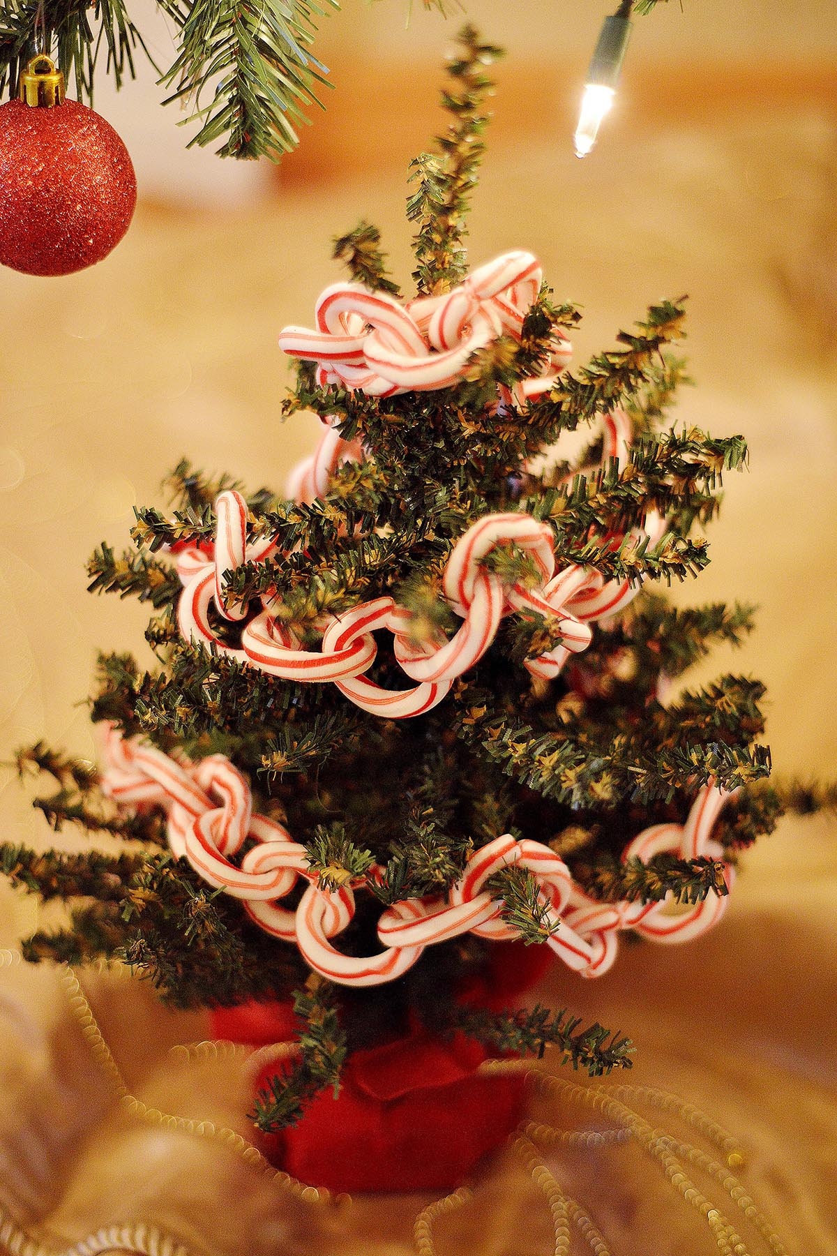 50 best diy christmas garland decorating ideas for 2017 for Decoration 4 christmas