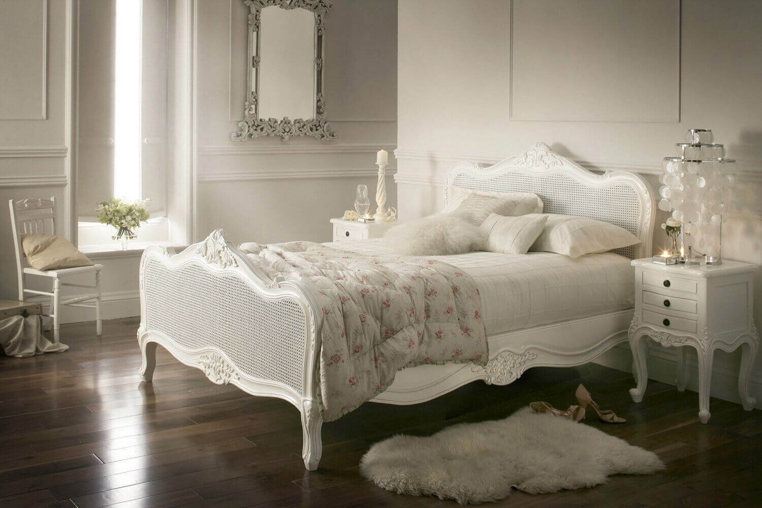 33 best vintage bedroom decor ideas and designs for 2017 for Classic bedroom ideas