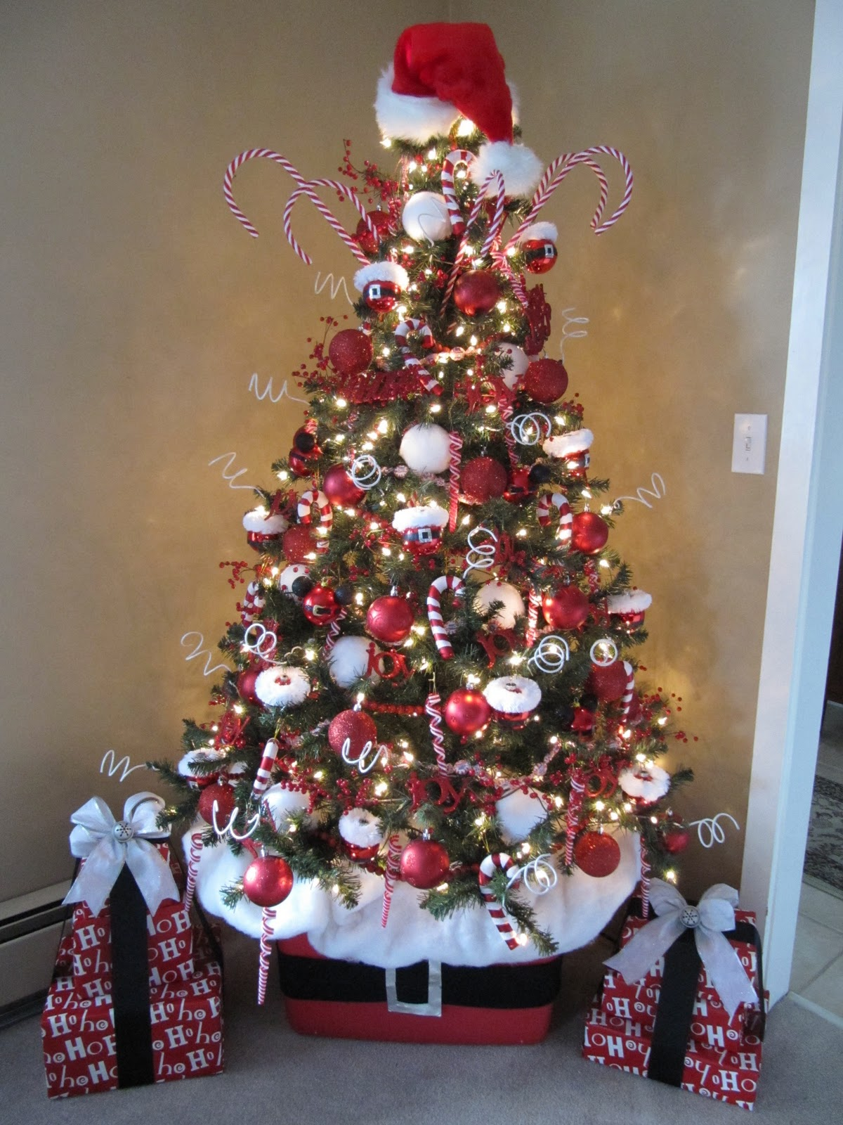 36. Classic Candy Canes - The 50 Best And Most Inspiring Christmas Tree Decoration Ideas For