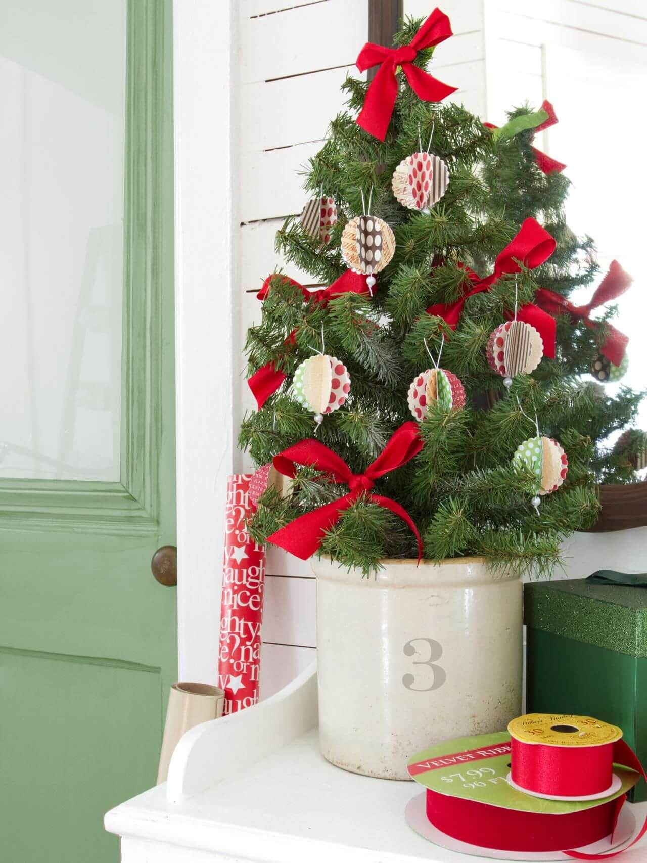 tabletop diy ornament christmas tree - Christmas Decorating Ideas For Outdoor Trees