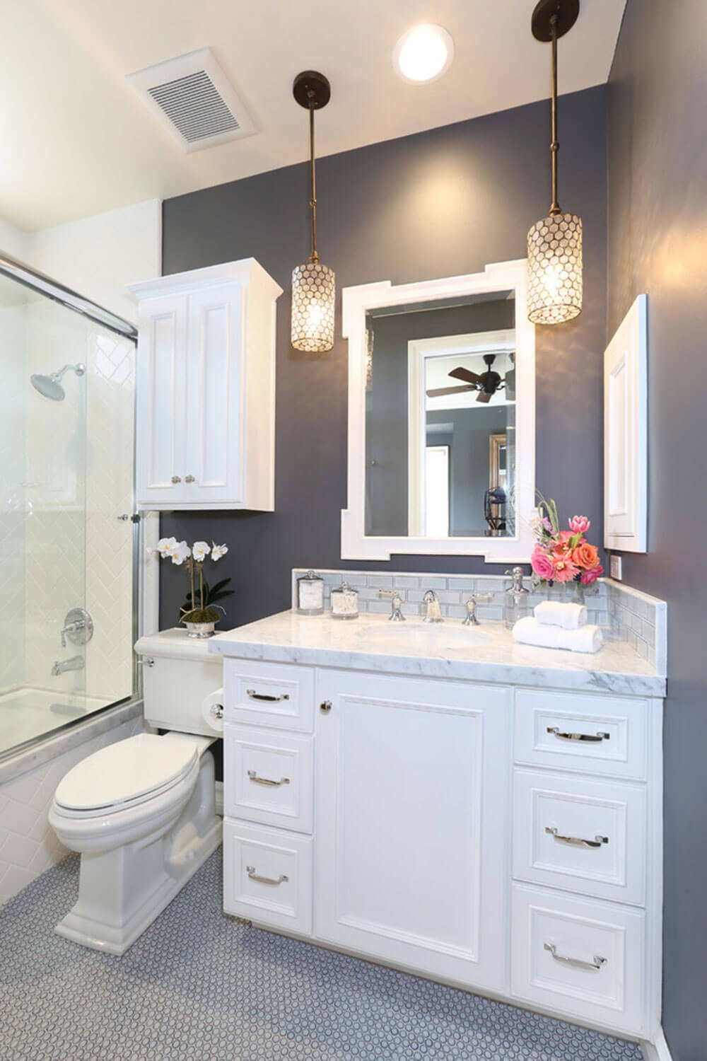 uncluttered color scheme in dark gray and white - Small Bathroom Design Ideas Color Schemes