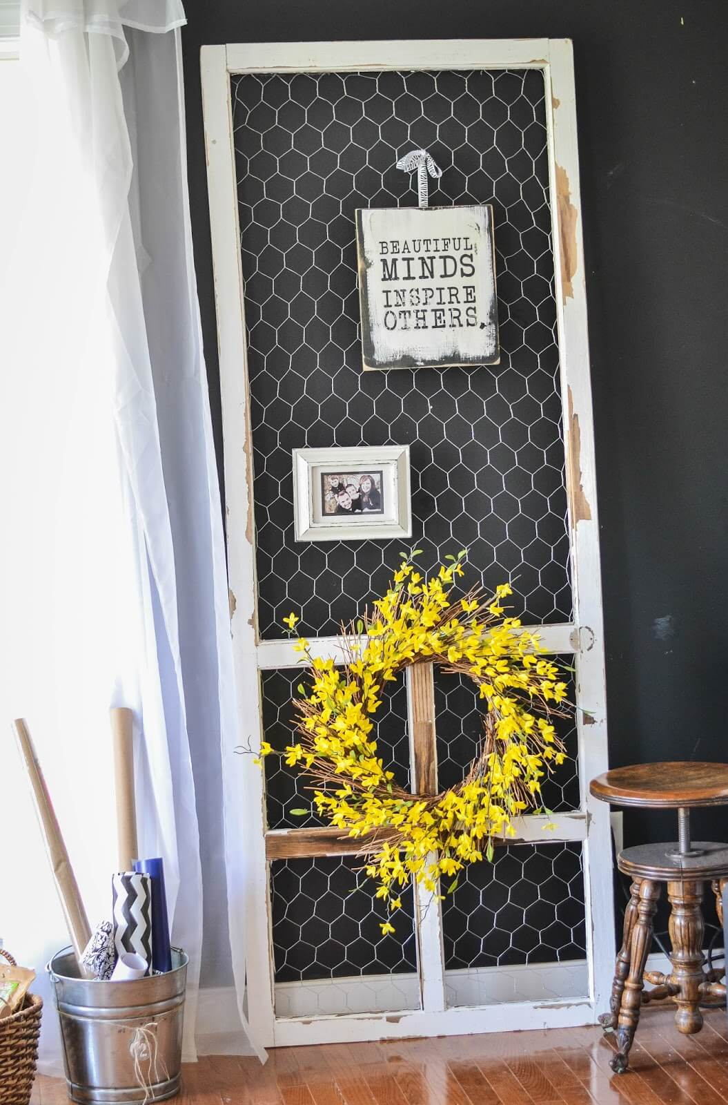 Screen Door with Chicken Wire Display Stand