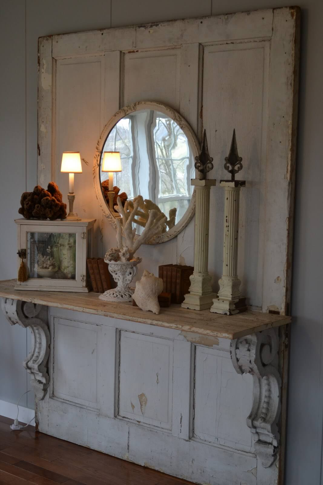 Elaborate Stable Door Display Shelf