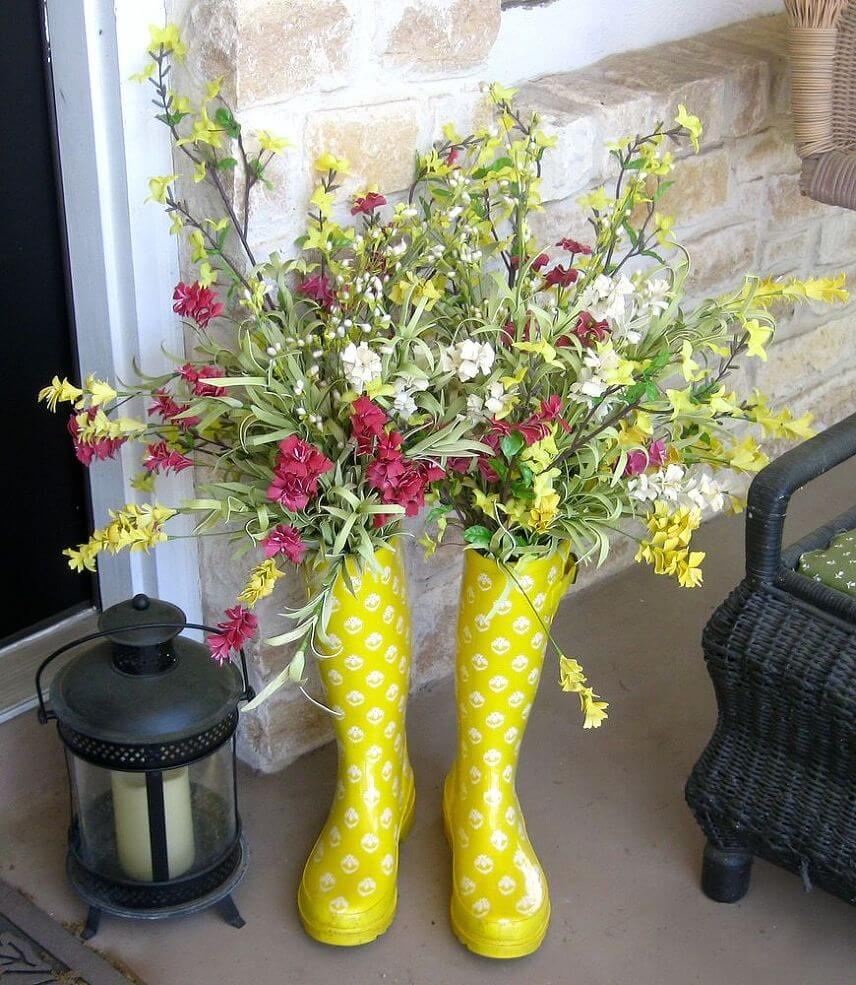 4 cute upcycled rain boot planters - Porch Decor