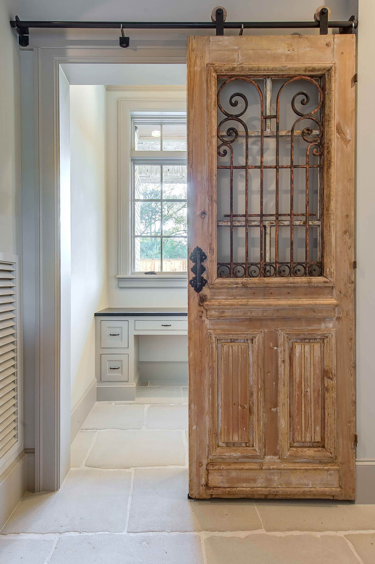 New takes on old doors 21 ideas how to repurpose old for Antique door decoration