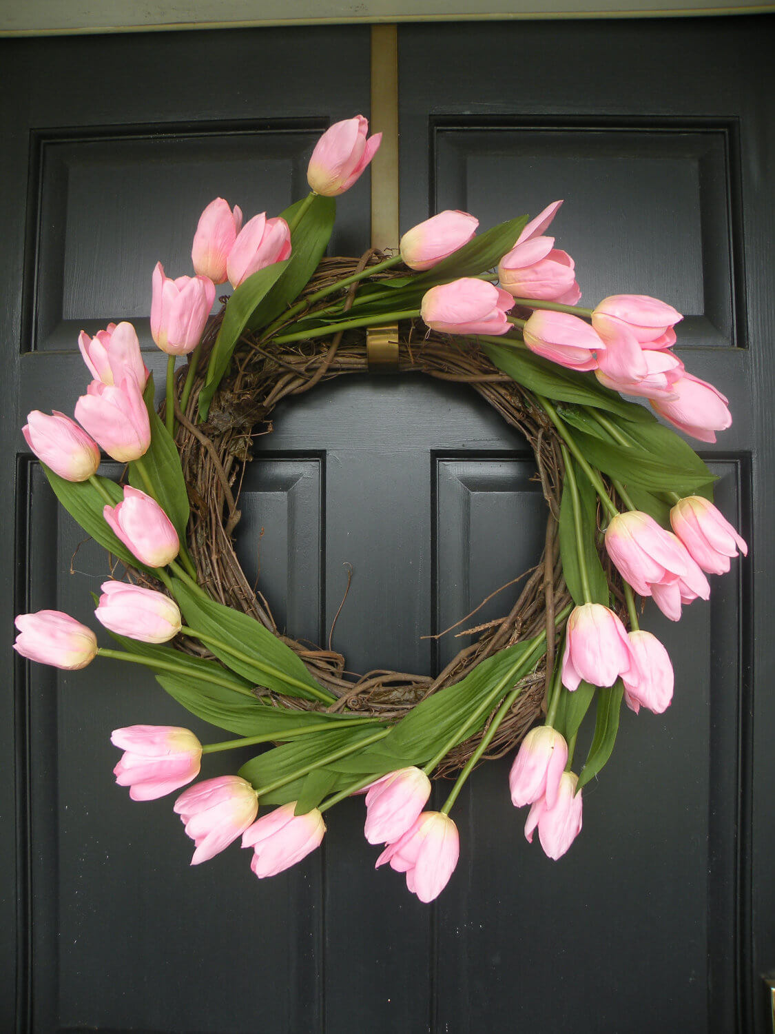 Easy DIY Springtime Tulip Wreath