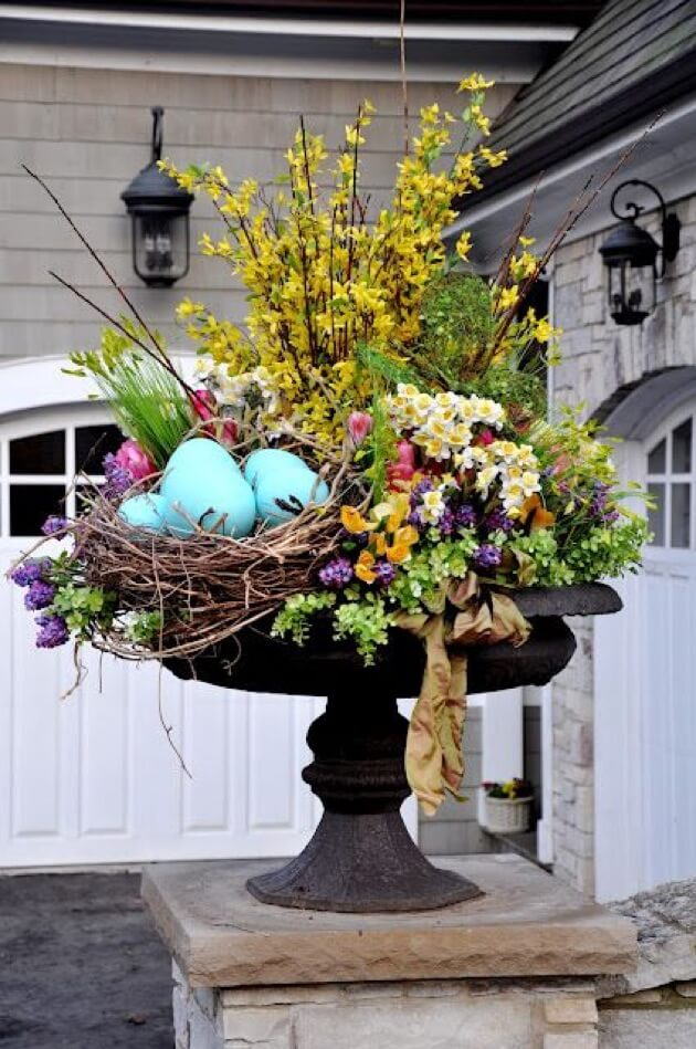 Use Natural Elements for an Outdoor Display