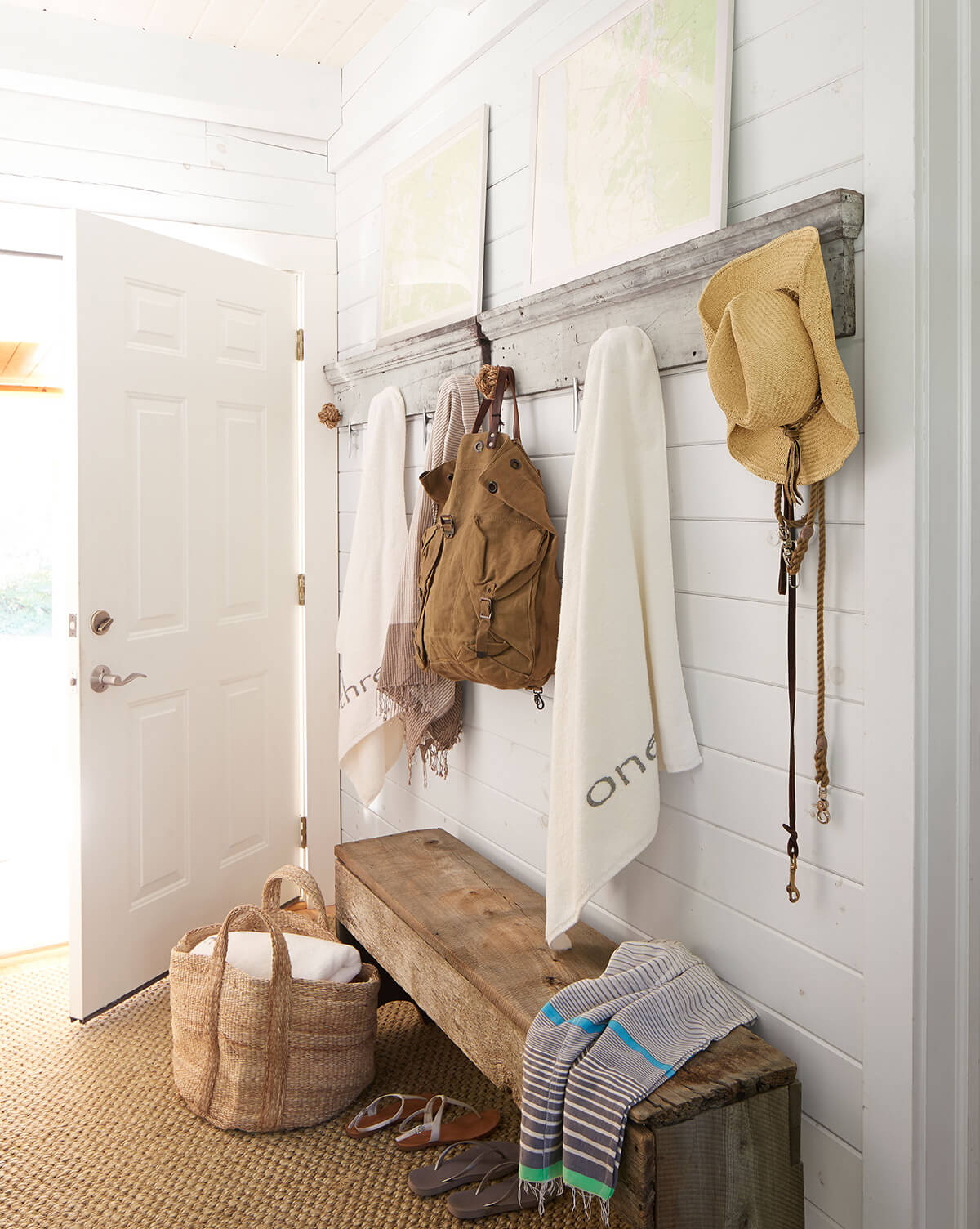 Simple And Inexpensive Mudroom Design