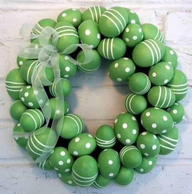 Easy DIY Easter Egg Wreath