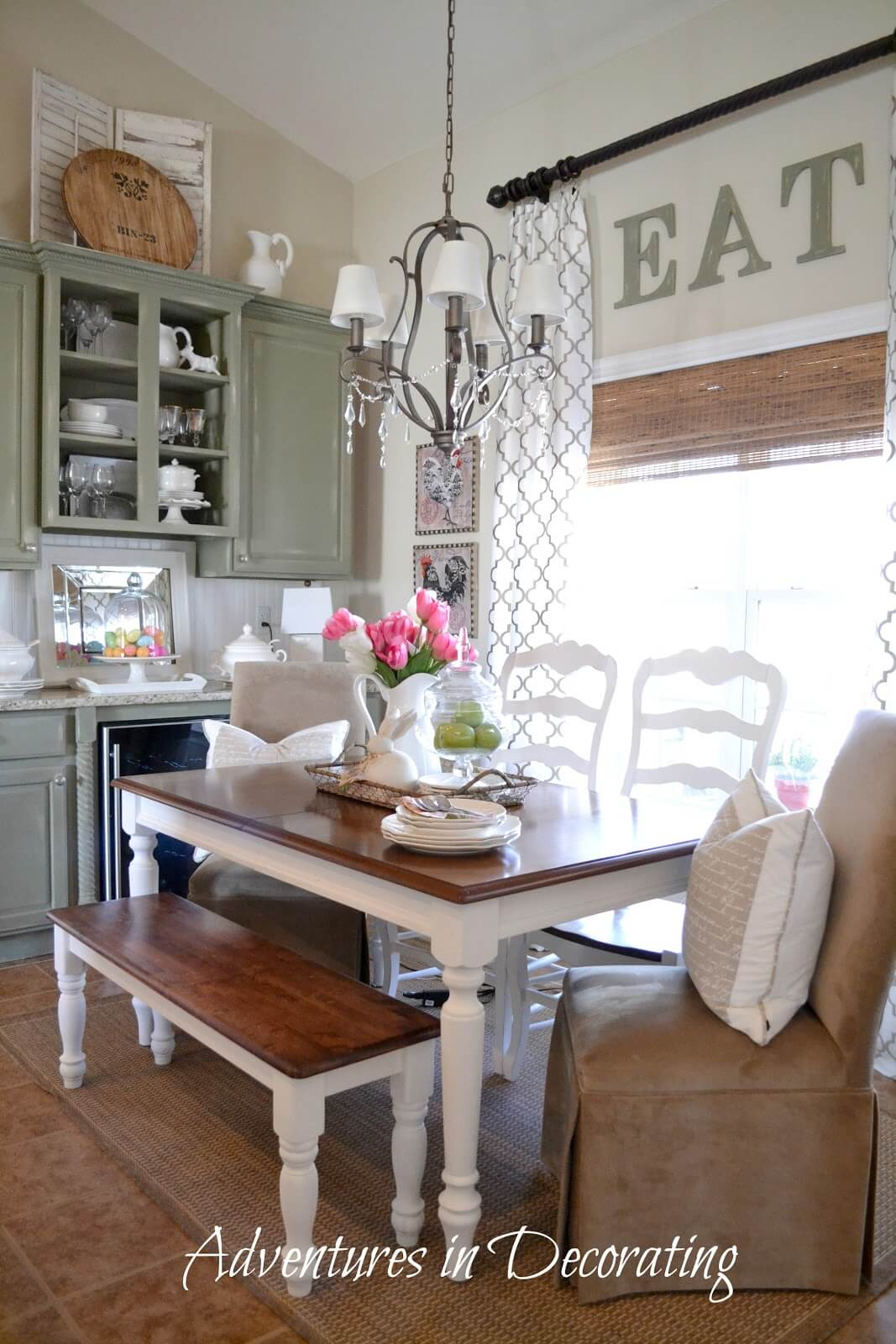 Attirant Farmhouse Dining Room Design With A Simple Three Color Scheme