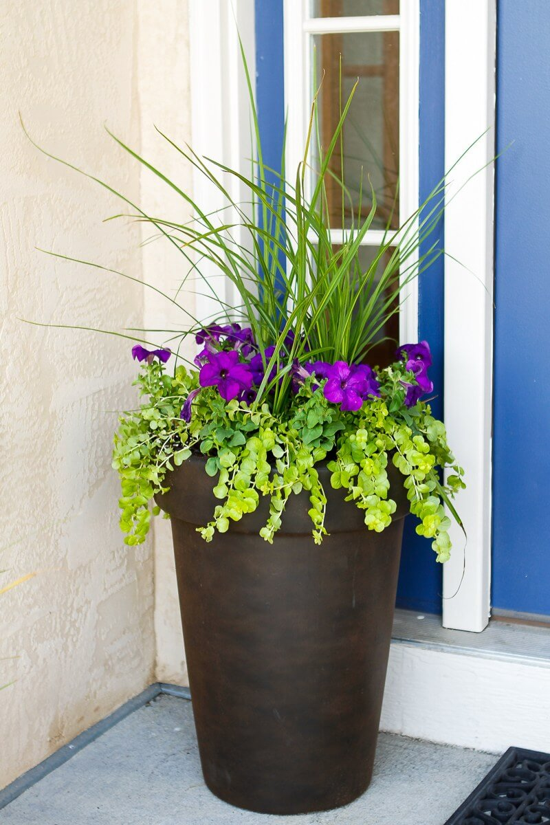 Welcome spring 17 great diy flower pot ideas for front Spring flower arrangements for front door