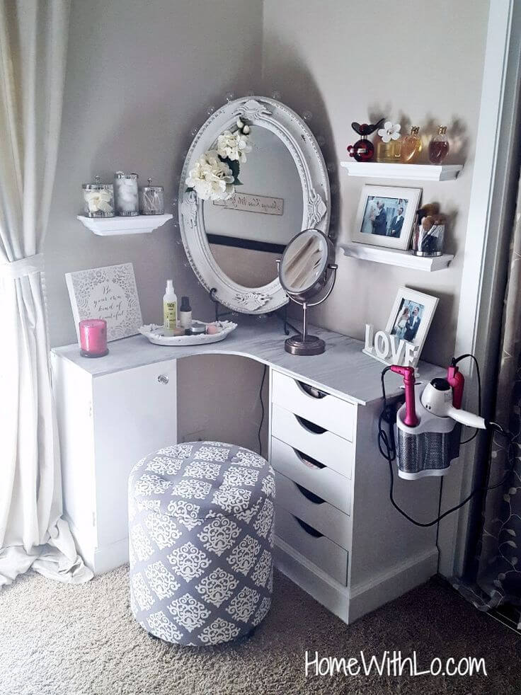 Corner Makeup and Hairstyling Vanity