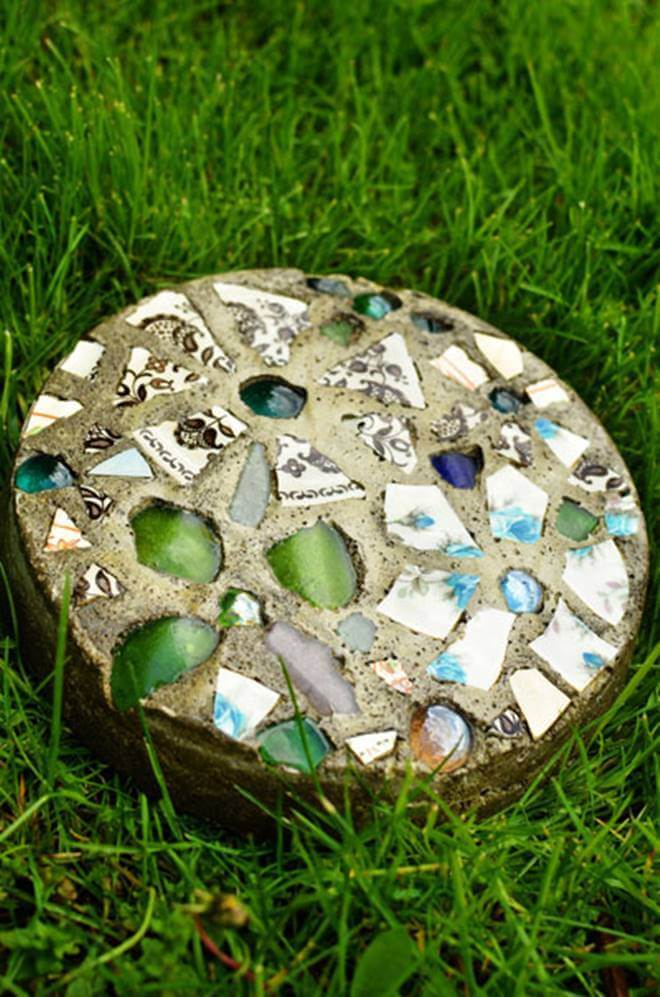 Homemade Mosaic Garden Stepping Stones