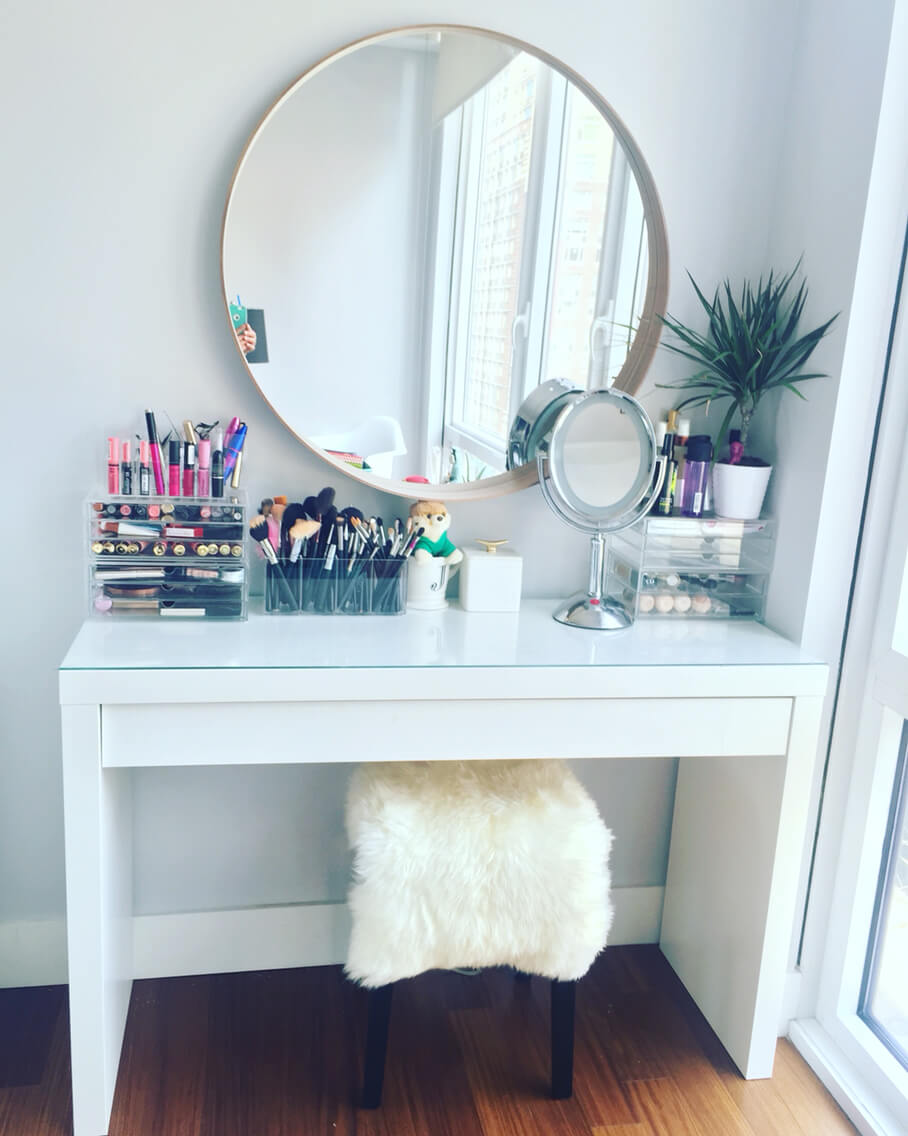 19 best makeup vanity ideas and designs for 2017 for Bedroom vanity ideas