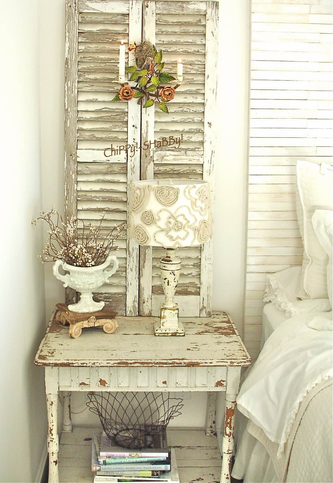 35 best shabby chic bedroom design and decor ideas for 2017 for Antique bedroom ideas