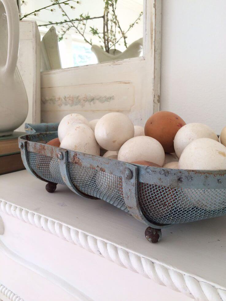 A Craft Egg Centerpiece for a Farmhouse Touch