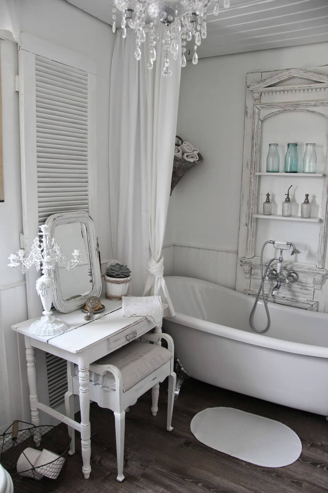 Exceptionnel Shabby Chic Dressing Table And Tub Shelving