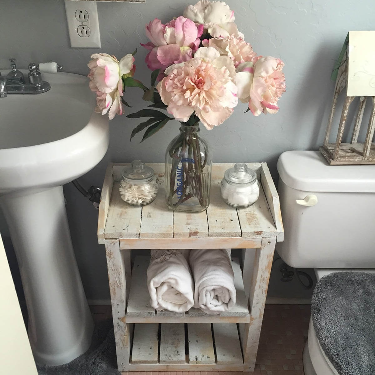 15 lovely shabby chic bathroom decor ideas style motivation for Style shabby chic decoration