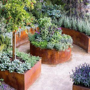 Charmant DIY Rusty Metal Garden Planters