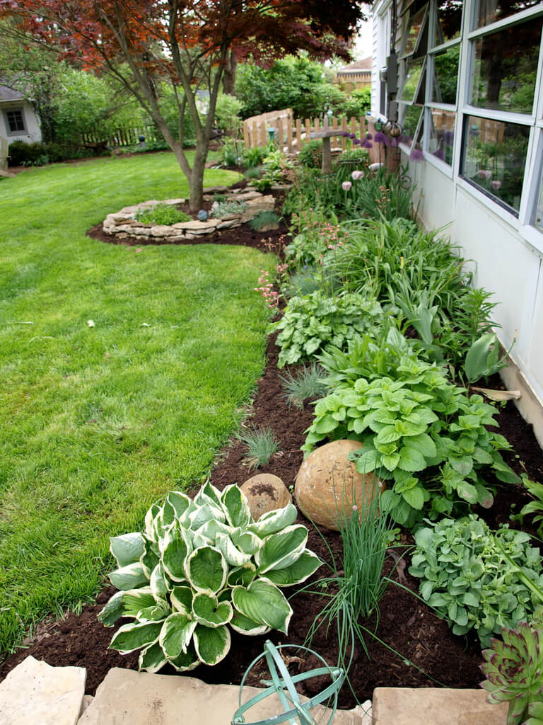 27 Best Flower Bed Ideas (Decorations and Designs) for 2020 on Flower Bed Ideas Backyard id=72937