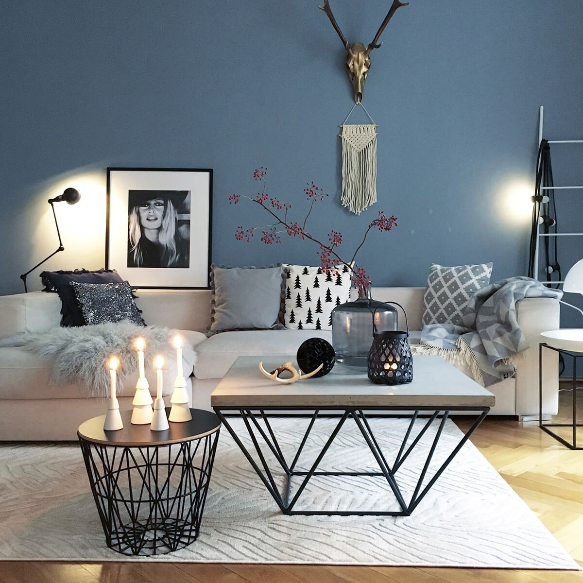 12 Modern Minimalist Flower And Candle Display In Shades Of Grey