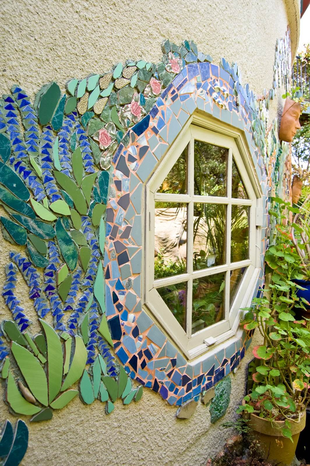Pretty DIY Outdoor Mosaic Window Frame