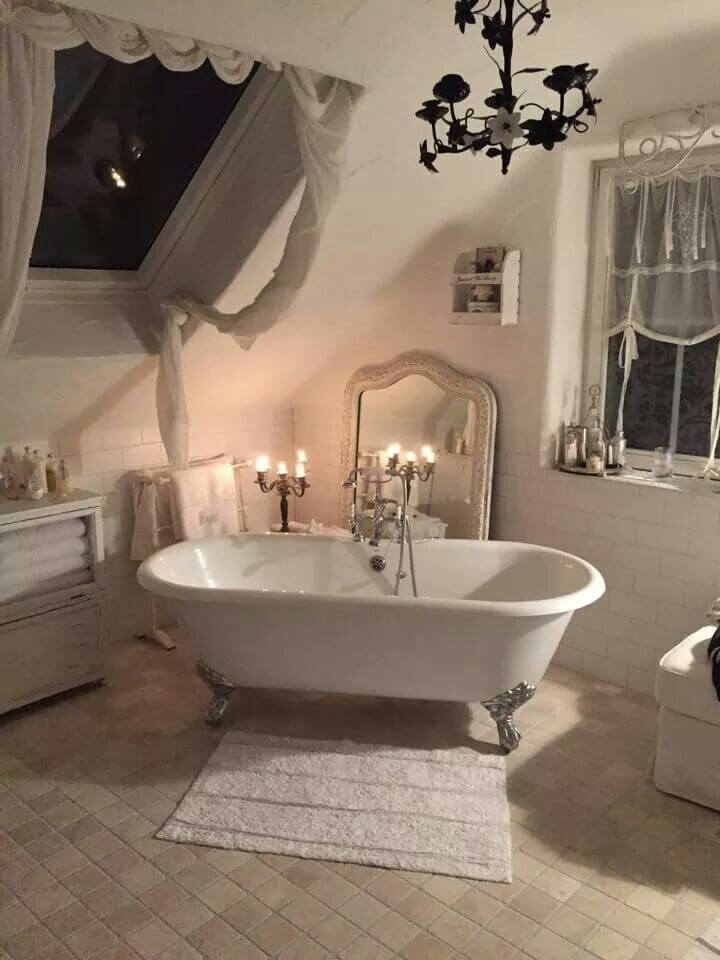 Nice Shabby Chic Bathroom Décor With Clawfoot Tub